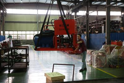工作人员正在装ZDY4000S泵站