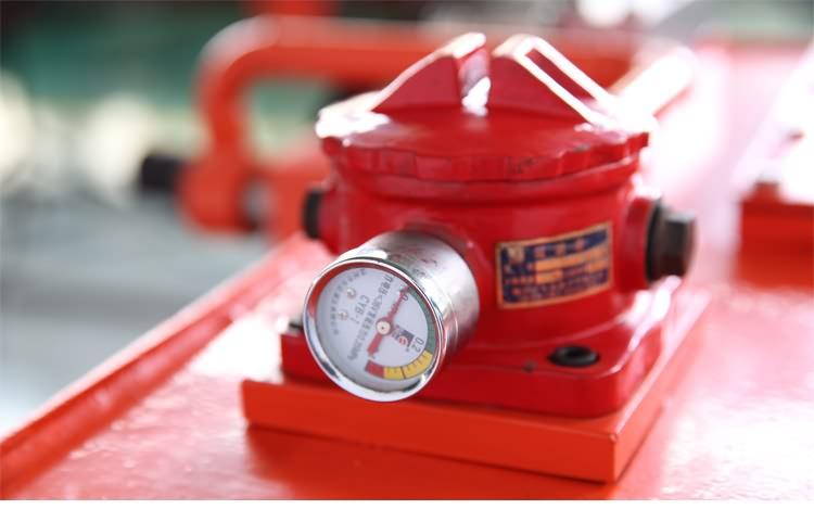 液压钻机压力表